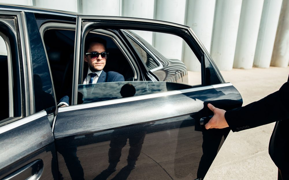 comparing-ride-sharing-apps-and-professional-limousine-services