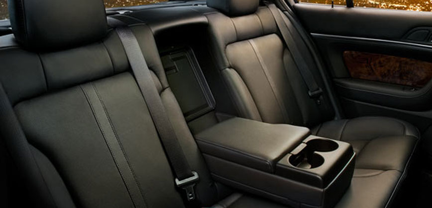 Town Car Service Houston, Fully-equipped Luxury Sedan @ Very Low Price